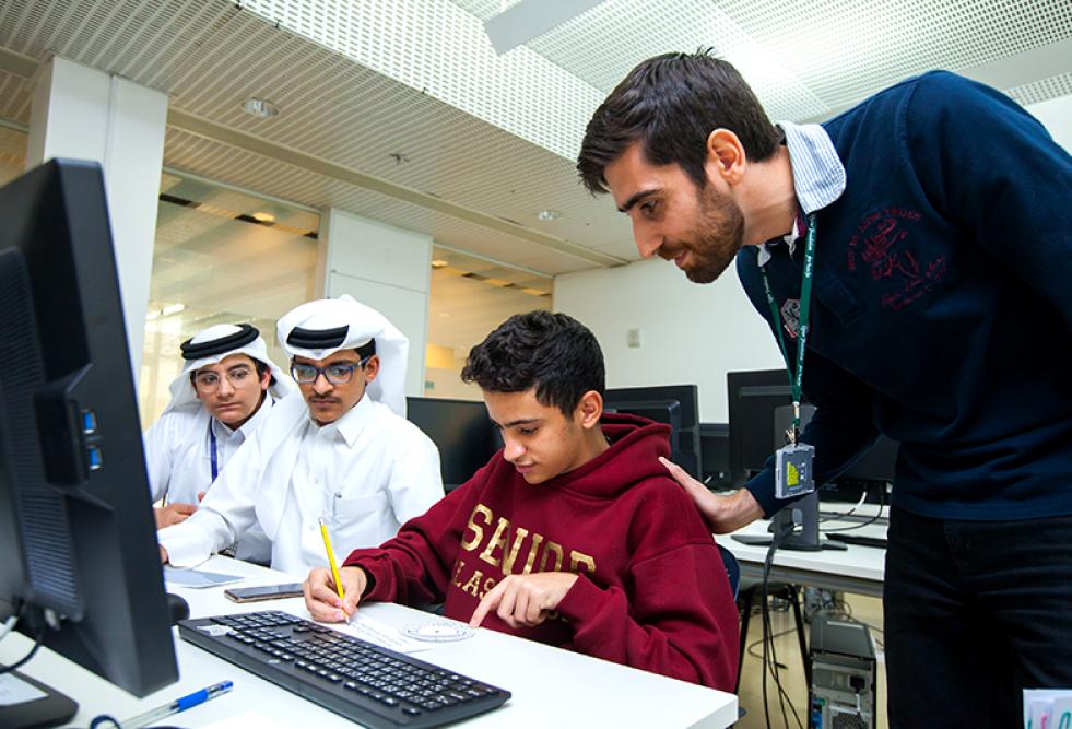 جامعة حمد بن خليفة تختتم البرنامج الشتوي في هندسة الحاسوب (ابتكر.اخترع) لطلاب المرحلة الثانوية